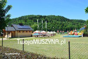 Widok na Centrum Rekreacji w Muszynie (baseny i park linowy)